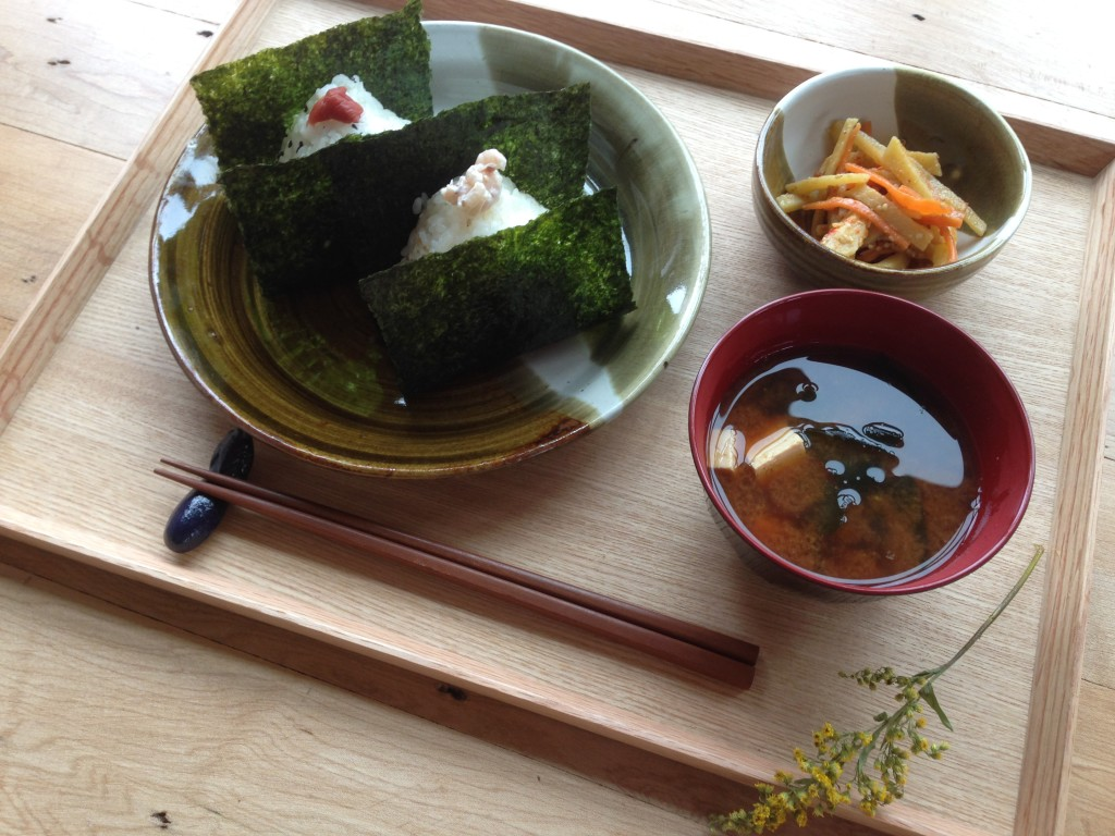 It's been very cold and winter is back again so now we start serving miso soup! Please come for it with warm rice balls:)